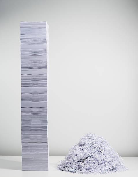 Shredded paper and stack of paper:スマホ壁紙(壁紙.com)