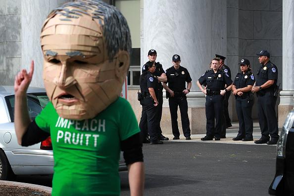 Environmental Protection Agency「EPA Administrator Scott Pruitt Testifies At House Hearing On FY2019 Budget」:写真・画像(13)[壁紙.com]