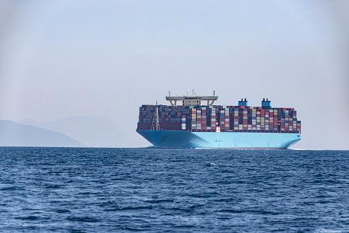 Cádiz「Container ship, Strait of Gibraltar, Tarifa, Spain」:スマホ壁紙(19)