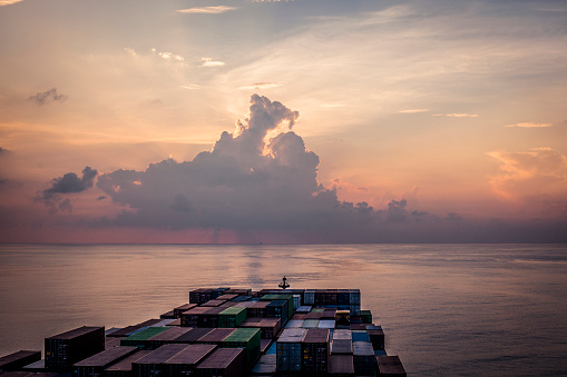 Sri Lanka「Container Ship During Sunset In The Indian Ocean」:スマホ壁紙(12)