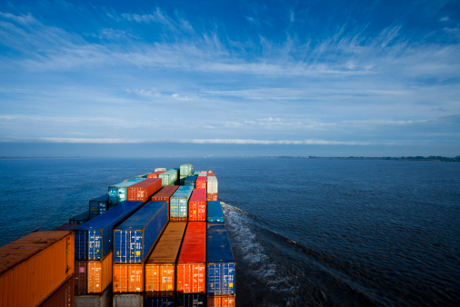 Ship「Container ship on Elbe river」:スマホ壁紙(17)