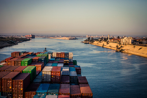 Canal「Container Ship Passing Through The Suez Canal」:スマホ壁紙(9)