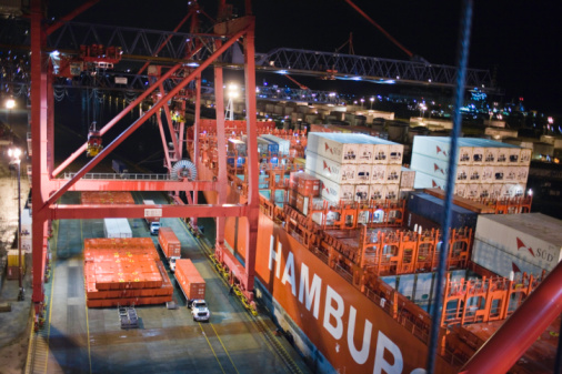 Buenos Aires「Container ship in dock, Buenos Aires, Argentina」:スマホ壁紙(15)