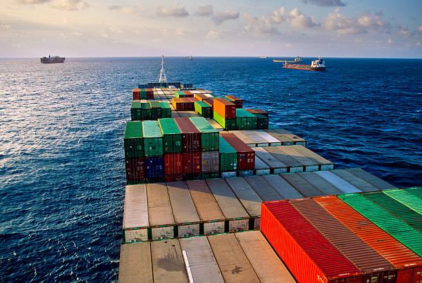 Container ship transporting goods.:スマホ壁紙(壁紙.com)