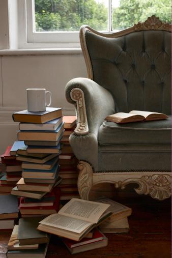 Armchair「mug and pile of books 」:スマホ壁紙(2)