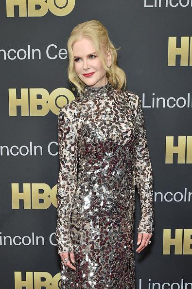 銀色のドレス「Lincoln Center's American Songbook Gala - Arrivals」:写真・画像(10)[壁紙.com]