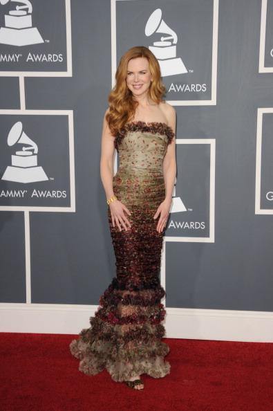 Strapless Dress「The 53rd Annual GRAMMY Awards - Arrivals」:写真・画像(13)[壁紙.com]