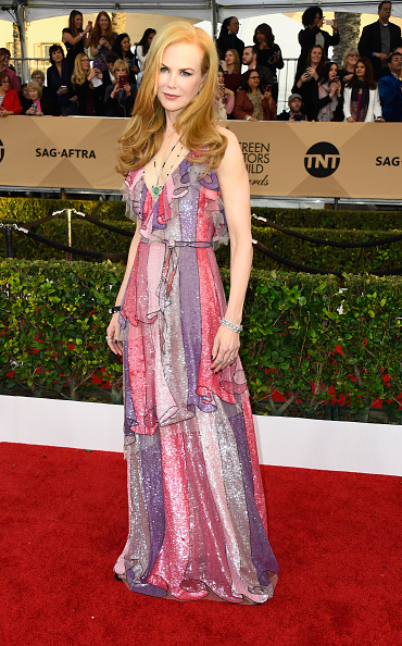 Necklace「22nd Annual Screen Actors Guild Awards - Arrivals」:写真・画像(9)[壁紙.com]