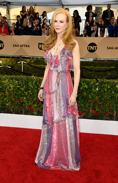 Necklace「22nd Annual Screen Actors Guild Awards - Arrivals」:写真・画像(8)[壁紙.com]