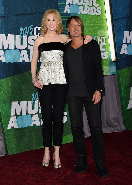 Arm Around「2015 CMT Music Awards - Arrivals」:写真・画像(12)[壁紙.com]