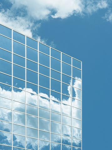Cloud Computing「Mirrored windows of building reflecting clouds」:スマホ壁紙(4)