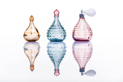 Mirror - Object「Perfume bottles studio shot on white with reflection」:スマホ壁紙(13)