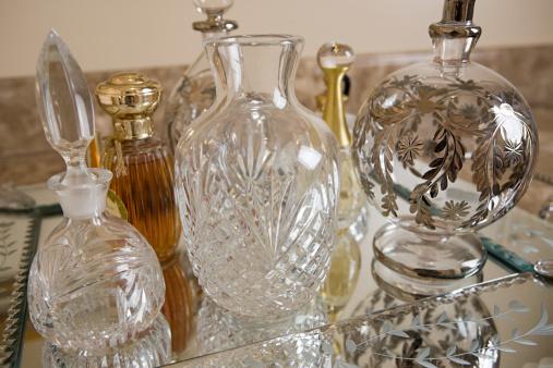 Dressing Table「Perfume bottles」:スマホ壁紙(1)