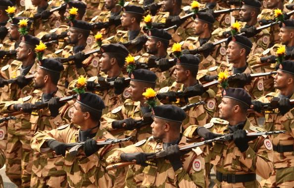 Sri Lanka「Sri Lankan Military March To Commemorate End Of Civil War」:写真・画像(16)[壁紙.com]