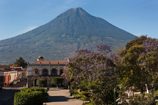 Agua Volcano「Agua Volcano seen from Central Plaza in Antigua in Guatemala」:スマホ壁紙(7)