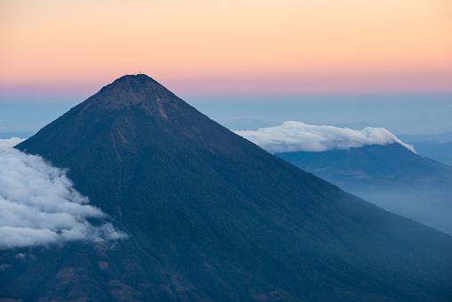 Agua Volcano「アグア火山夕暮れ」:スマホ壁紙(1)
