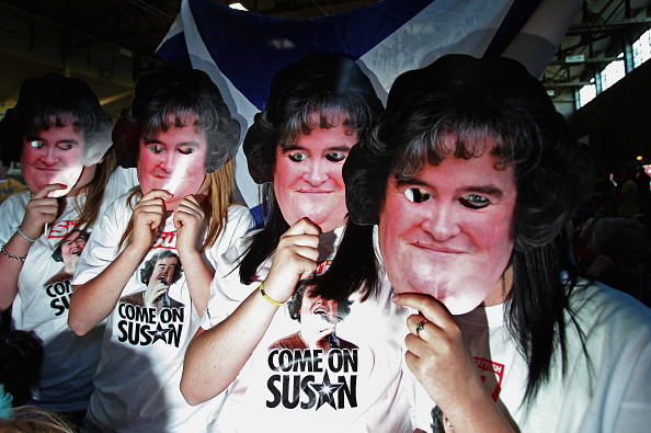 Support「Friends Gather To Watch Susan Boyle In the Final Of 'Britain's Got Talent'」:写真・画像(19)[壁紙.com]