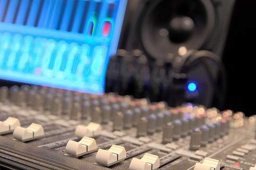 Pop Music「mixing console」:スマホ壁紙(18)