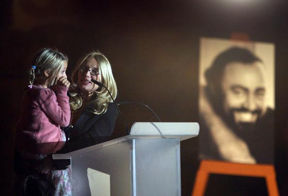 Rubbing「Salute Petra: Luciano Pavaotti Memorial」:写真・画像(10)[壁紙.com]