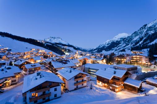 Lech「Austria, Vorarlberg, View of lech am arlberg at night」:スマホ壁紙(2)