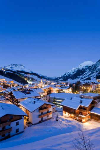 Lech「Austria, Vorarlberg, View of lech am arlberg at night」:スマホ壁紙(14)
