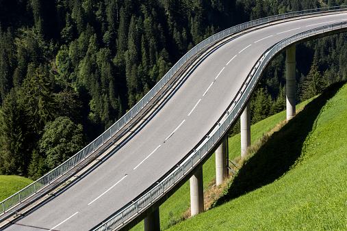 Empty Road「Austria, Vorarlberg, Hochtannberg Mountain Pass near Schroecken」:スマホ壁紙(15)
