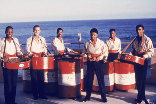 プレーする「Esso Steel Drum Band Performing」:写真・画像(7)[壁紙.com]