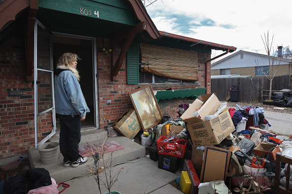 Removing「Families Are Evicted From Homes As Economic Crisis Worsens」:写真・画像(7)[壁紙.com]