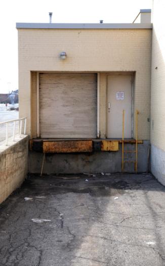 Receiving「Loading dock outside of building」:スマホ壁紙(4)