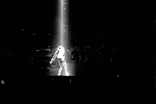 History「Michael Jackson Performs In Mumbai 1996」:写真・画像(4)[壁紙.com]