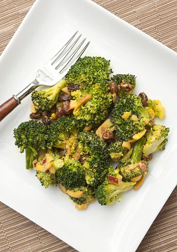 Vegetable Curry「Curried broccoli salad with raisins and slivered almonds on a white plate with a fork on a woven place mat」:スマホ壁紙(15)