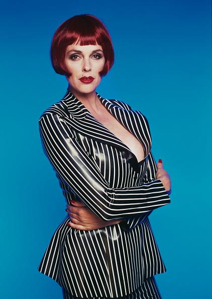 Blue Background「Brigitte Nielsen」:写真・画像(17)[壁紙.com]