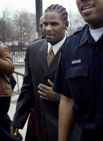Security「R. Kelly Arrives In Court For Child Pornography Charges 」:写真・画像(4)[壁紙.com]
