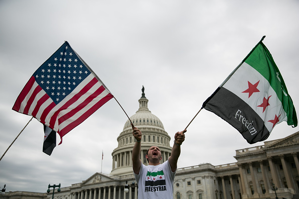Wave「Rally on Capitol Hill Supports Possible US Military Strike On Syria」:写真・画像(3)[壁紙.com]