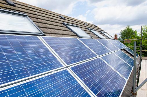 Solar Energy「Sloar Panels on a Roof」:スマホ壁紙(18)