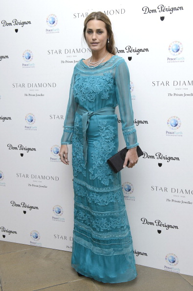Sleeved Dress「The PeaceEarth Foundation: Fundraising Gala - Arrivals」:写真・画像(10)[壁紙.com]