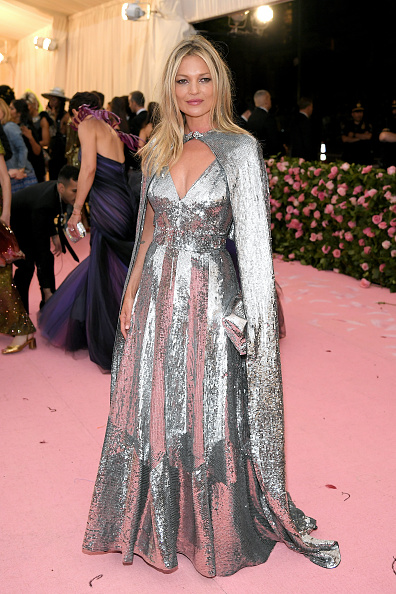 Kate Moss「The 2019 Met Gala Celebrating Camp: Notes on Fashion - Arrivals」:写真・画像(2)[壁紙.com]