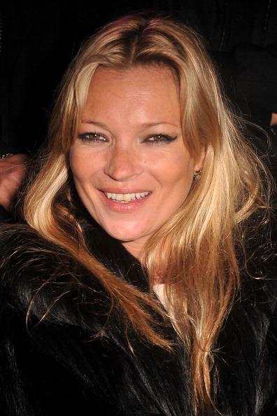 笑顔「Etam Fashion Show - Front Row -S/S 2011 Collection Launch At Le Grand Palais」:写真・画像(17)[壁紙.com]