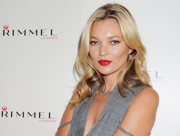 ファッション・コスメ「Kate Moss Presents Her First Personally Designed Lipstick Collection For Rimmel - Photocall」:写真・画像(12)[壁紙.com]