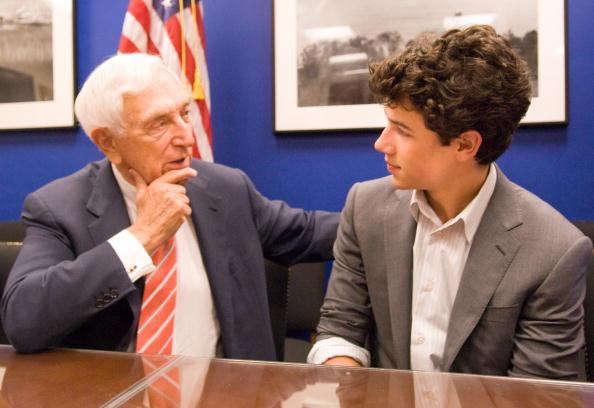 Hart Senate Office Building「Nick Jonas Discusses Juvenile Diabete with US Senator in Washington, DC - JUNE 23, 2009」:写真・画像(2)[壁紙.com]