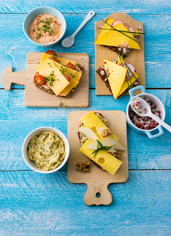 Pear「Garnished sandwiches with spread and cheese」:スマホ壁紙(15)
