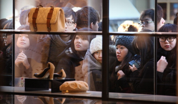 Chanel Purse「Shoppers Head For The Sales To Beat The January VAT Increase Blues」:写真・画像(2)[壁紙.com]