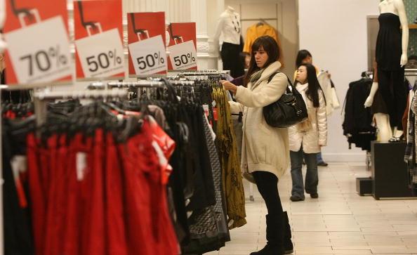 Clothing「Shoppers Take Advantage Of Post Christmas Bargains」:写真・画像(1)[壁紙.com]