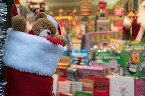Christmas Present「Christmas Shoppers Hunt For Gifts In Bath」:写真・画像(5)[壁紙.com]