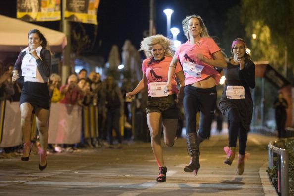 Breast「Women Race In High Heels For Breast Cancer Awareness」:写真・画像(4)[壁紙.com]