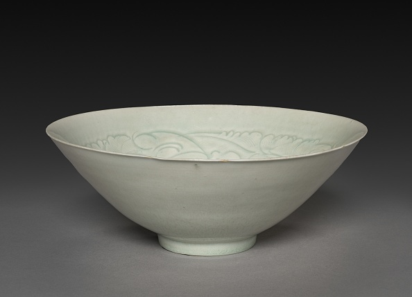 Cone Shape「Conical Bowl With Carved Babies And Floral Motif」:写真・画像(16)[壁紙.com]