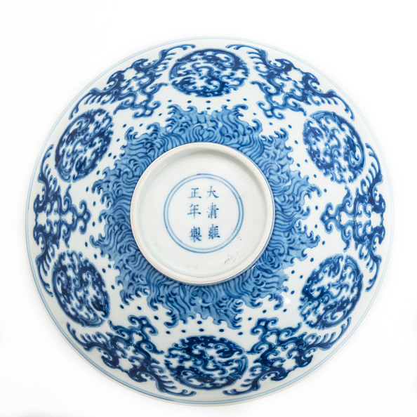 Crockery「Blue And White Bowl With Kui Dragon Medallions 1723-1735」:写真・画像(18)[壁紙.com]
