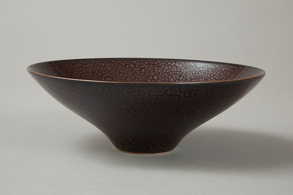 Crockery「Conical Cizhou-type bowl with spotted iron-rust décor, 1980s」:写真・画像(4)[壁紙.com]