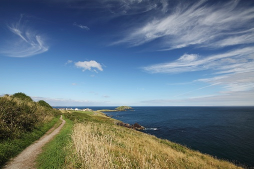 Beacon「path along a cliff and a lighthouse in east cork in munster region」:スマホ壁紙(9)