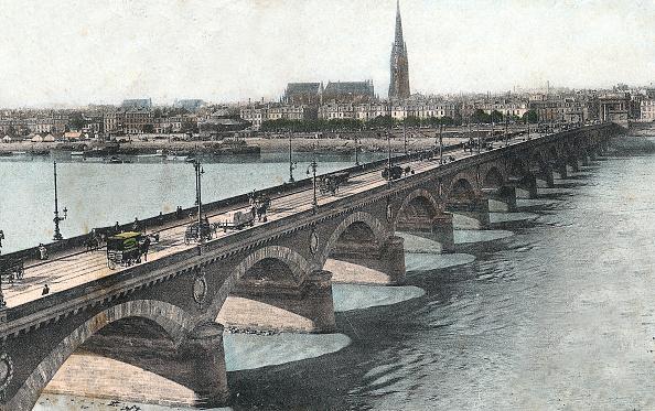 Nouvelle-Aquitaine「Bordeaux, Gironde, France : Bridge over the Garonne river, postcard, c. 1890」:写真・画像(1)[壁紙.com]